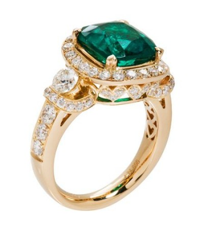 6.28 Carat Cushion Cut Colombian Emerald and Diamond Ring 18Kt Yellow Gold