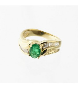Rings - 1.04 Carat Classic Oval Cut Colombian Emerald and Diamond 14Kt Yellow Gold Ring
